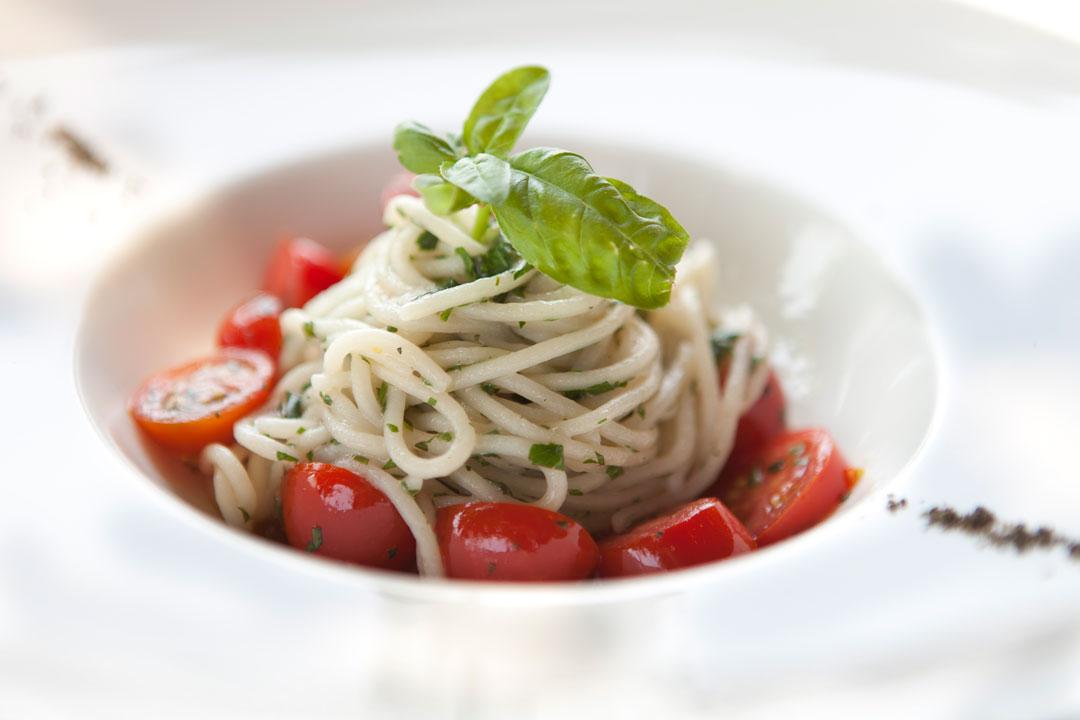 Spaghetti-basilico-e-pomodorini